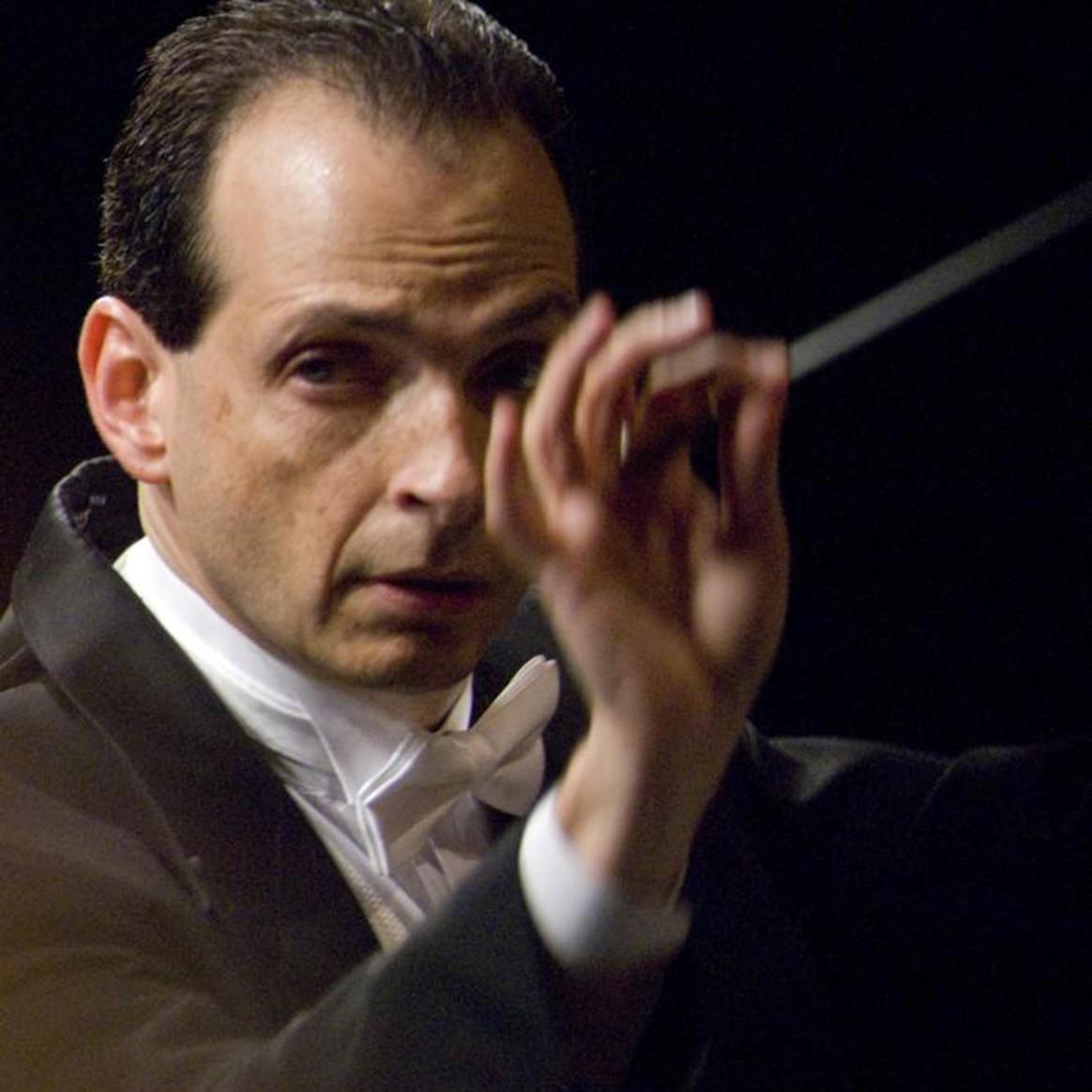 Headshot of Penn State Director of Orchestral Studies Gerardo Edelstein