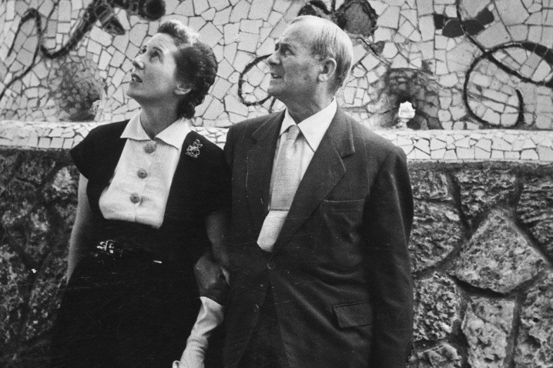 Black and white photograph of Joan Miró at Antoni Gaudí's Parc Güell in 1954 photographed by Brassaï.